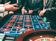 Poker online: That Is What Professionals Can